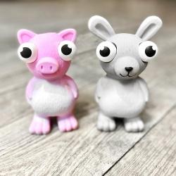 Nouveauté 🐷🐰  Les petits animaux en latex aux yeux exorbitants 👀 vont devenir les petits compagnons préférés de votre toutou 🐶  . . . #jouetschien #jouetlatex #nouveautechien #moustaches #hunter